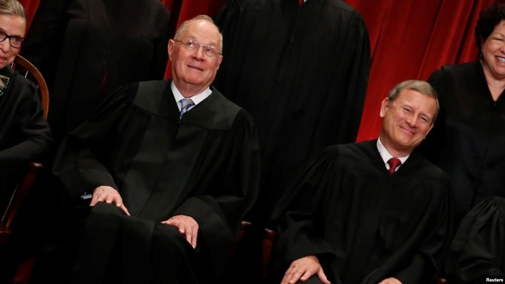 Председатель Верховного суда выразил несогласие с комментарием Трампа о «судье Обамы»