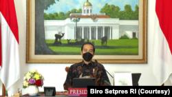 Presiden Jokowi dalam Rapat Terbatas Evaluasi PPKM Level IV di Istana Bogor, Sabtu (7/8), perintahkan seluruh pihak untuk merespon cepat kenaikan kasus virus corona di luar Jawa dan Bali untuk menekan angka kematian. (Foto: Courtesy/Biro Setpres)