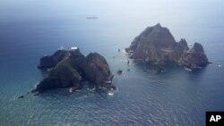 """南韓和日本有爭議的島嶼。南韓稱之為""""獨島""""在日本被稱為""""竹島""""。"""