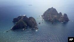 Nhóm đảo người Nhật gọi là Takeshima và Nam Triều Tiên gọi là Dokdo