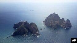 Nhóm đảo đang trong vòng tranh chấp mà Nam Triều Tiên gọi là Dokdo và Nhật Bản gọi là Takeshima