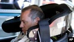 Jacques Villeneuve, Kanada, saat latihan untuk persiapan berlaga di NASCAR Sprint Cup Series di Sonoma, California, 21 Juni 2013 (Foto: dok).
