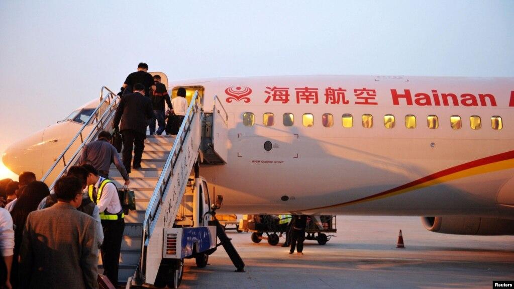 旅客登上海航客機(資料照)