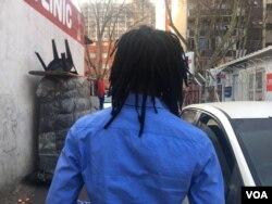 Inwele ezinde zama dreadlocks zidingwa ngamehlo abomvu kwele South Africa.