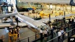在日本广岛投下原子弹的B-29轰炸机2005年在维吉尼亚州的一个航空馆展出