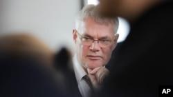 Cornelius Nestler, pengacara Hubert Zafke, memberikan keterangan kepada media di Neubrandenburg, Jerman (foto: dok).