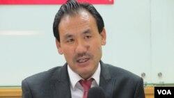 西藏流亡政府议会议员格桑坚赞 (美国之音张永泰拍摄)