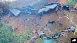 Sạt lở đất ở xã Phước Lộc, huyện Phước Sơn, Quảng Nam, ngày 29/10/2020. Photo VNA via AP.