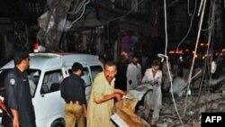 Hiện trường sau vụ đánh bom kép tại Peshawar, ngày 11/6/2011