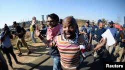 Des manifestants dispersés par la police à Soweto