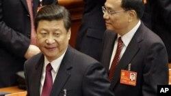 제18차 공산당 전국대표대회가 열리고 있는 8일 인민회의장에서 시진핑 국가부주석(왼쪽).