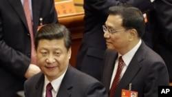 中國國家副主席習近平(左)和副總理李克強在十八大會場內。