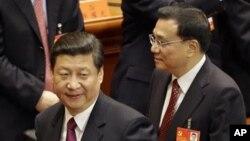 中国国家主席习近平和总理李克强(资料照片2012年11月8日)