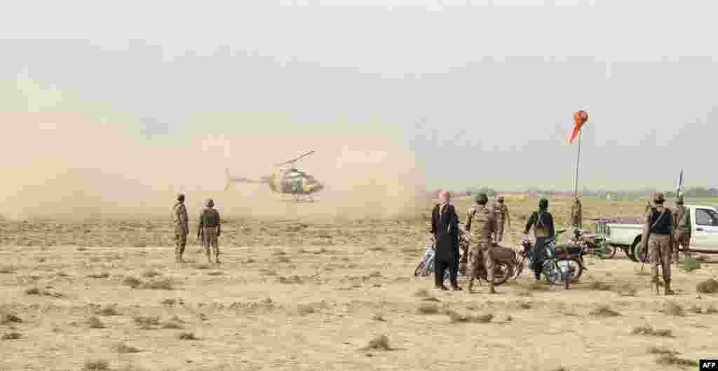 دھماکے کے شدید زخمیوں کو ہیلی کاپٹر کے ذریعے اسپتال منتقل کیا گیا۔