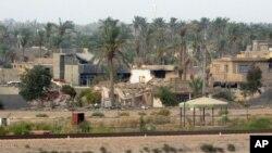 Puing-puing bangunan di pinggiran kota Ramadi akibat pertempuran antara pasukan Irak dan militan ISIS (foto: dok).