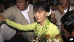 Pemimpin oposisi Burma, Aung San Suu Kyi memulai kunjungan selama 17 hari di Amerika hari Selasa (18/9).