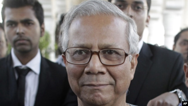 Bangladeshi Nobel laureate Muhammad Yunus arrives in court for a hearing in Dhaka, March 7, 2011