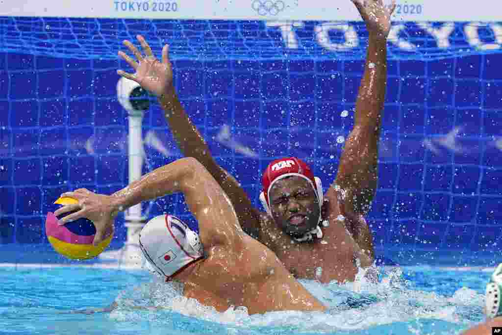 Japan's Keigo Okawa (11) scores a goal against South Africa's goalkeeper Lwazi Madi during a preliminary round men's water polo match at the 2020 Summer Olympics, Monday, Aug. 2, 2021, in Tokyo, Japan. (AP Photo/Mark Humphrey)