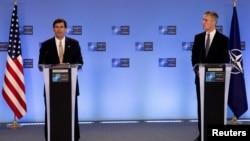 Марк Еспер і генеральний секретар НАТО Йенс Столтенберг