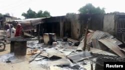 Cảnh tàn phá trong một ngôi làng ở Nigeria sau khi bị các phần tử chủ chiến tấn công