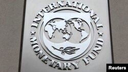 The International Monetary Fund (IMF) logo is seen at the IMF headquarters building during the 2013 Spring Meeting of the International Monetary Fund and World Bank in Washington, April 18, 2013.