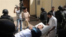 خانواده های قربانيان در دادگاه حسنی مبارک