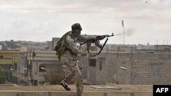 Besnikët e Gadafit ngadalësojnë përparimin drejt forcave të qeverisë kalimtare