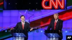 10일 미국 플로리다 주에서 열린 공화당 대선 후보 TV토론회에서 마르코 루비오 후보(왼쪽)가 발언하고 있다. 오른쪽은 도널드 트럼프 후보.