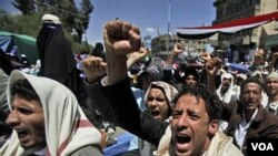 Demonstran anti-pemerintah di Sana'a, Jumat (11/3) meneriakkan slogan-slogan dalam aksi protes menuntut pengunduran diri Presiden Yaman Ali Abdullah Saleh.