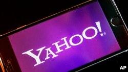 Biểu trưng của Yahoo trên điện thoại thông minh.