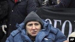 别克托夫11月21日出现在莫斯科争取保护记者权益集会上