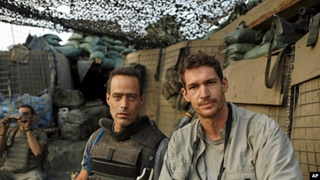 Writer Sebastian Junger  (l)  and photographer Tim Hetherington (r) during an assignment for Vanity Fair Magazine at 'Restrepo' outpost
