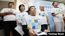 15일 인천 시청 브리핑실에서 시민단체 회원들이 2014 인천 장애인 아시안게임 남북공동응원단 발족을 알리는 기자회견을 하고 있다.