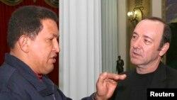 Kevin Spacey con Hugo Chávez en septiembre de 2007, en el Palacio de Miraflores.
