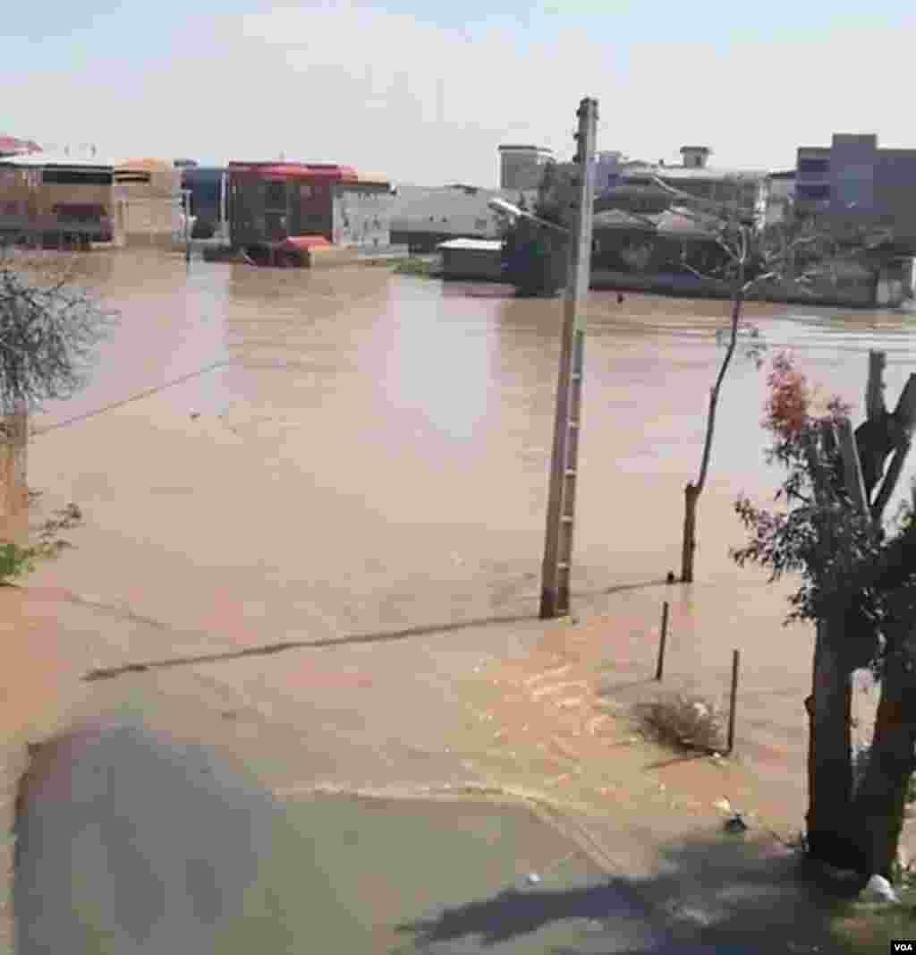 عکس ارسالی از سیل گلستان. بیش از دو روز هفتاد درصد شهر آق قلا زیر آب بود.