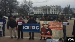 Protesters gather outside the White House in Washington Jan. 15, 2016, calling for an end to immigration raids. (K. Gypson/VOA)