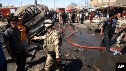 Hiện trường 1 vụ nổ bom xe ở Basra, 550 km về hướng đông nam của thủ đô Baghdad, thứ hai 29/7/2013