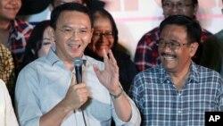 Basuki Tjahaja Purnama dan Djarot Saiful Hidayat berbicara dalam konferensi pers di Jakarta, hari Rabu (19/4).