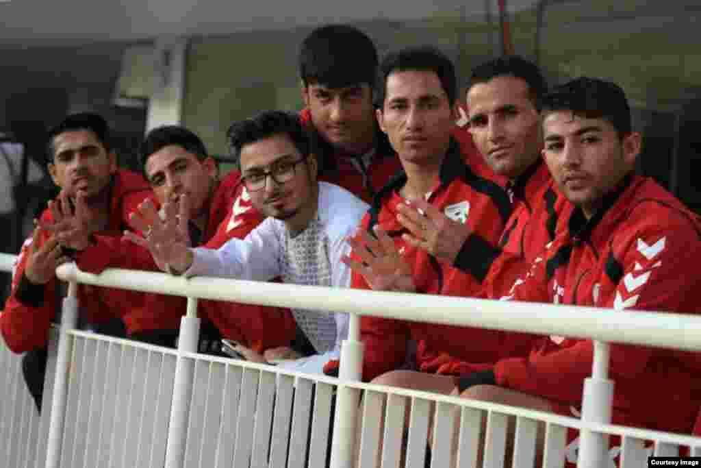تیم افغانستان در راه ستدیوم