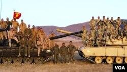 ძალა ერთობაშია: ქართველები ამერიკულ Abrams-ზე და ამერიკელები ქართულ T-72-ზე. ორფოლოს პოლიგონი