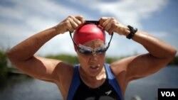 Diana Nyad mencoba lagi berenang dari Kuba menuju ke Florida yang berjarak sekitar 166 kilometer (foto: dok).