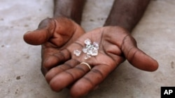 An illegal diamond dealer from Zimbabwe displays diamonds for sale in Manica, near the border with Zimbabwe. (File Photo)