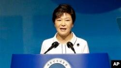 한국의 박근혜 대통령이 15일 서울에서 열린 광복절 68주년 기념식에서 축사를 하고 있다.