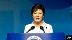 Presiden Korea Selatan Park Geun-hye menyampaikan sambutannya dalam peringatan Kemerdekaan Korea dari penjajahan Jepang tahun 1945 di Seoul, Korea Selatan (15/8).
