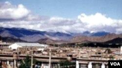Suasana di kota Shigatse, Tibet yang selama ini tertutup dari dunia luar karena tidak adanya transportasi umum.