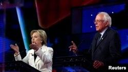 Wagombea urais wa Democrat, Hillary Clinton (L) na Bernie Sanders.
