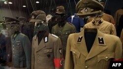 Выставка нацистской формы в Берлине
