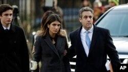 Michael Cohen à chegada ao tribunal com esposa e filhos