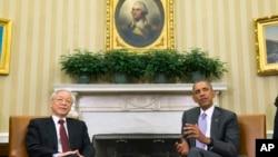 Tổng thống Mỹ Barack Obama tiếp Tổng Bí thư Nguyễn Phú Trọng tại Phòng Bầu dục Nhà Trắng, ngày 7/7/2015.