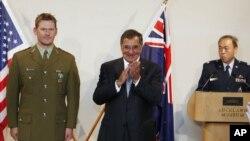 Menhan AS Leon Panetta dalam konferensi pers bersama di Auckland dengan Menteri Pertahanan Selandia Baru, Jumat (21/9).